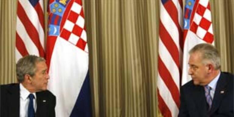 Kroatiens Premier  Ivo Sanader im Gespräch mit George Bush