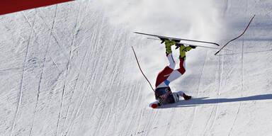 Der Schweizer Kryenbühl stürzte beim Zielspung unglücklich
