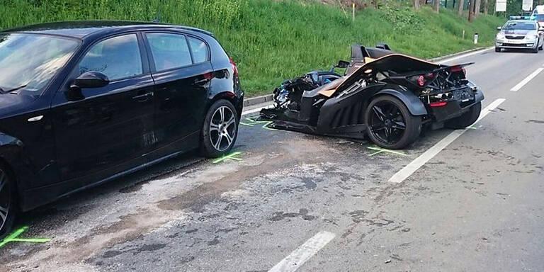 Horror-Crash mit KTM-Sportwagen