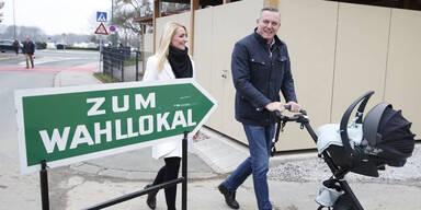 FPÖ-Kunasek kam mit dem Kinderwagen