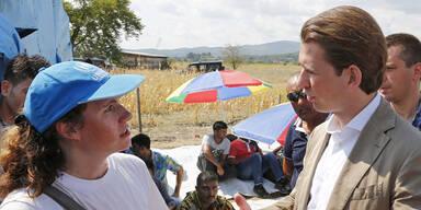 Kurz besucht Grenze in Mazedonien