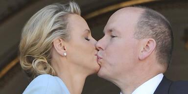 Albert & Charlene: Zwei Hochzeitsküsse