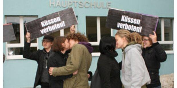 Kussverbot gefallen: Bussis sind wieder erlaubt