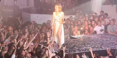 Kylies heiße Party-Nacht auf Ibiza