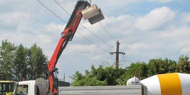 Graz: Mit Ladekran in ein Stromkabel geraten