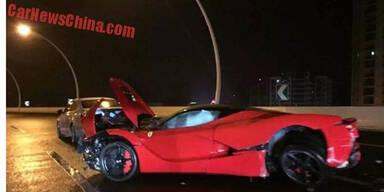 2,9-Mio.-Euro-Ferrari geschrottet