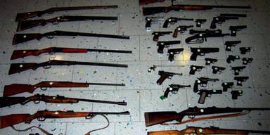 Waffen- und Munitionslager ausgehoben
