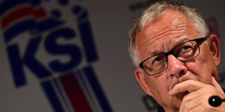 Island-Trainer schimpft mit Spielern