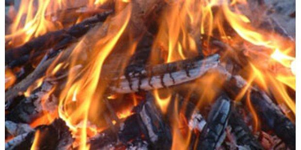 Auto brannte bei Osterwache in Kärnten nieder