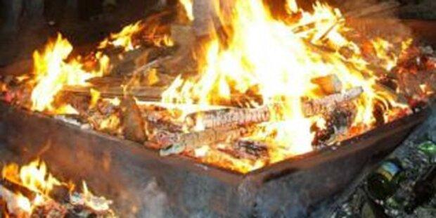 14-Jährige fällt in Lagerfeuer