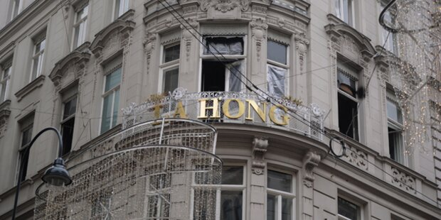 Brand bei Mode-Designer La Hong