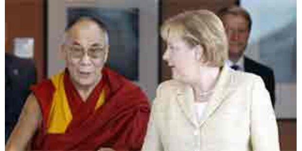 Merkel sichert Dalai Lama Unterstützung zu
