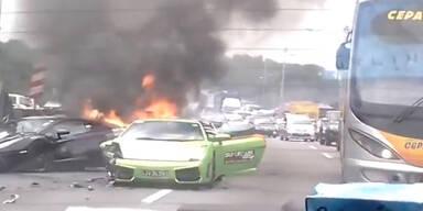 Kurios: Hier brennen drei Lamborghinis