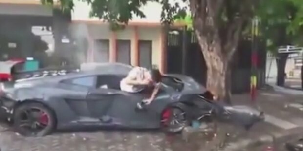 Irrer Crash: Raser checkt zuerst sein Handy