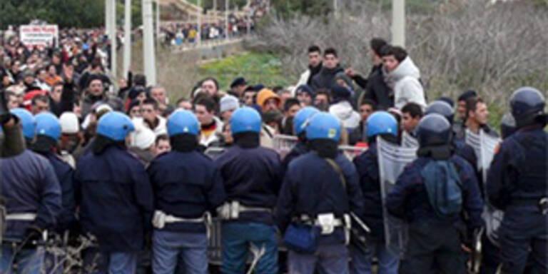 Lampedusa: Fischer blockieren Hafen