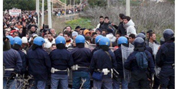 Flüchtlinge brechen aus Lampedusa-Lager aus