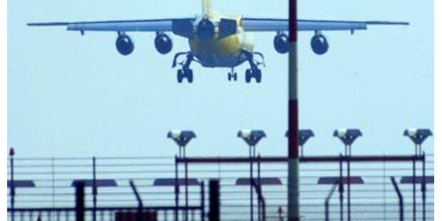 Unbekannter blendet Piloten bei Landung