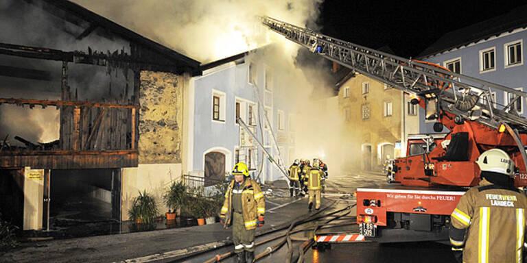 Landeck: Mehrere Häuser in Brand