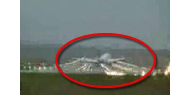 Orkan erfasst Flugzeug in Hamburg