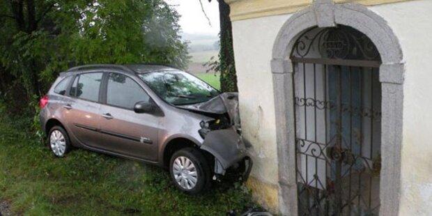 83-Jähriger rast mit Auto in Kapelle