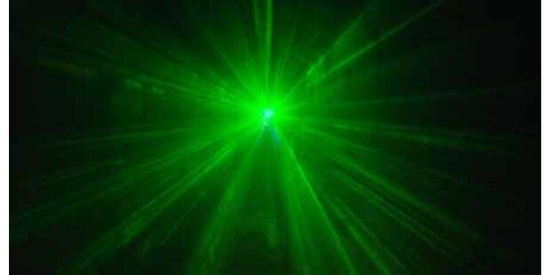 Laserstrahl auf Flugzeug gerichtet