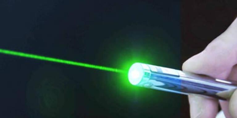 Mann verletzte Piloten mit Laserpointer