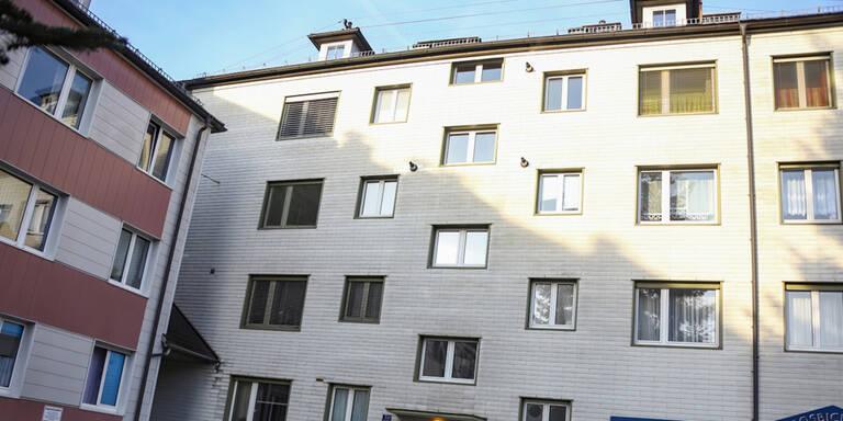 Mord-Alarm: Frau stürzt aus drittem Stock