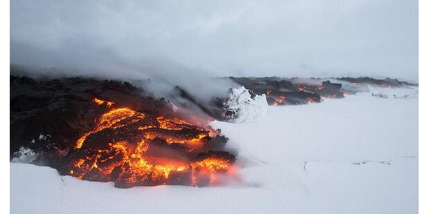 Island-Vulkan-Lava trifft auf Schnee