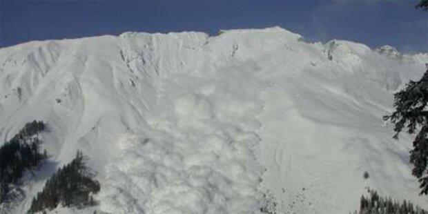 Lawine verschüttet ganze Skipiste in Lech