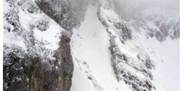 Vier Osttiroler im Auto von Lawine verschüttet