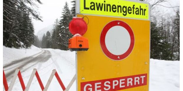 Lawine verschüttete Tiroler-Landesstraße