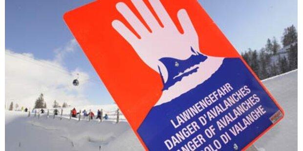 Zwei Skifahrer von Lawine mitgerissen