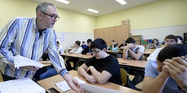 Lehrer sammeln Unter- Schriften gegen Reform
