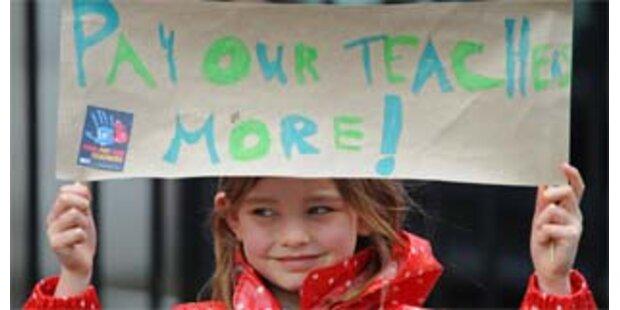 Britische Lehrer streiken für mehr Geld