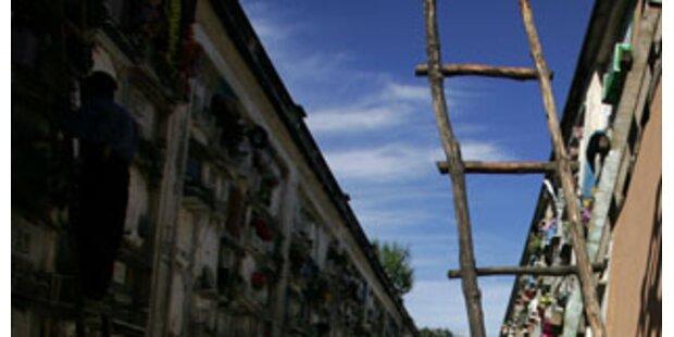 Oberösterreicher fiel beim Putzen auf Ehefrau