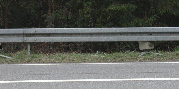 Mann springt zum Pinkeln über Leitplanke - tot