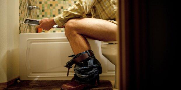 Männer greifen häufiger zur Klo-Lektüre