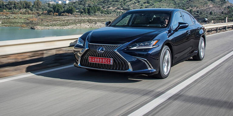 Lexus ES greift A6, 5er und E-Klasse an