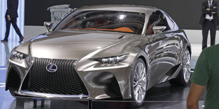 Lexus greift Audi A4 und BMW 3er an