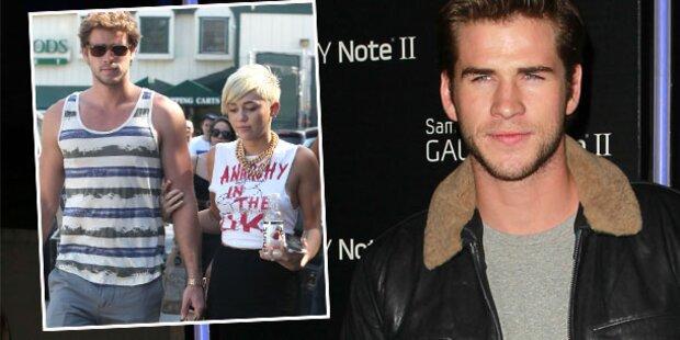Hemsworth: Heftiger Fremdflirt mit Blondine