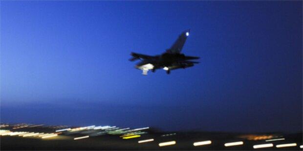 Rebellen: NATO traf Waffendepot Gaddafis