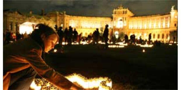 70 Jahre Anschluss - Lichtermeer am Heldenplatz