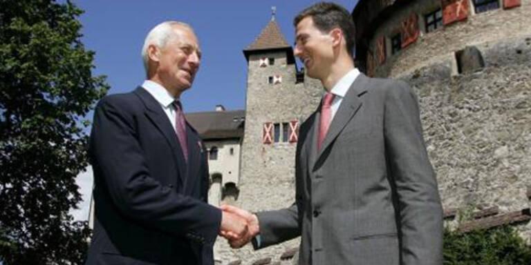 Prinz Hans-Adam von Liechtenstein und Sohn Alois (c) EPA