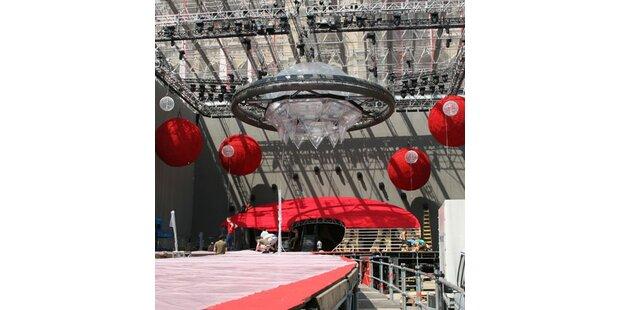 Ein Riesen-Ufo am Rathausplatz