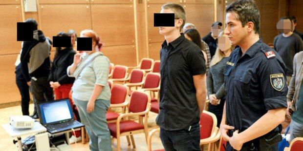 Blutiges Tribunal inszeniert: Milde Urteile