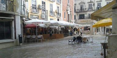 Lissabon steht unter Wasser