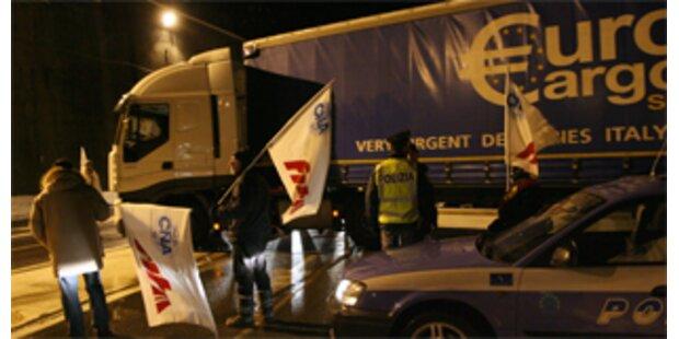 Italiens Frächter setzen wilden Streik fort