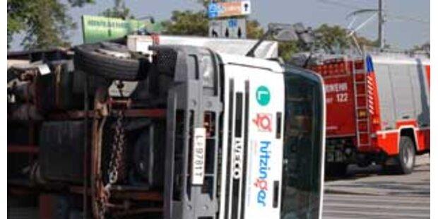 Lkw-Fahrer raste in Brückengeländer