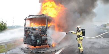 Lkw in Vollbrand: Totalsperre der A3