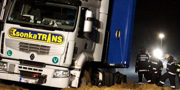 Navi lotste Lkw-Fahrer in Graben